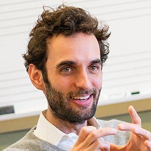 A photo of faculty member Julian Lage