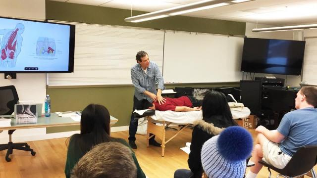 A photo of faculty member, Jeff Cohen, in class